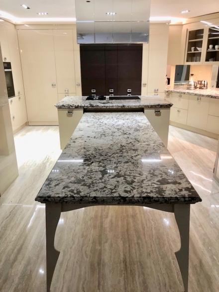 Piani,tavolo e Top Cucina in granito Aspen White | SIRONI MARMI