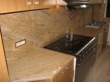 Piano cucina granito kashmir gold con schienale sironi marmi for Top cucina granito