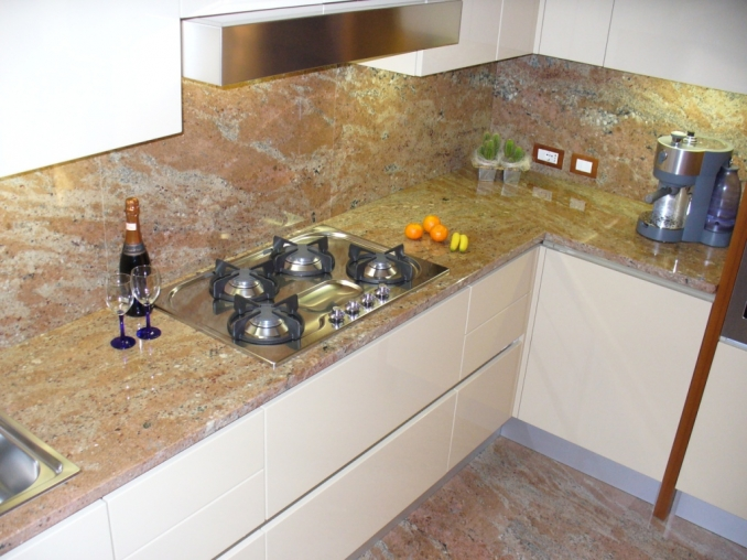 Piani cucina Granito Rose Wood | SIRONI MARMI